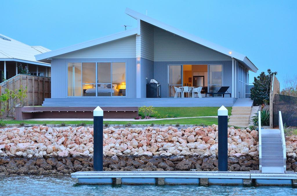 The Carnarvon Luxury Canal Home - WA Accommodation