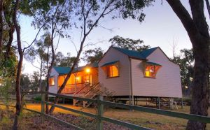 Accommodation Creek Cottages  Sundown View Suites - WA Accommodation