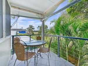 Allamanda House 3 Willow Street - WA Accommodation
