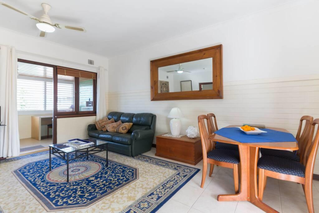 B9 Close To UWA, Swan River, Cafes And The New Children's Hospital - WA Accommodation